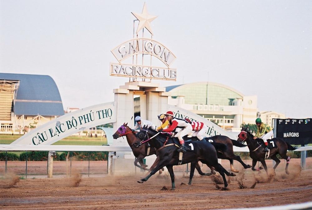 Hình ảnh thi đua ngựa tại Sài Gòn