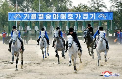 Một cuộc đua ngựa tại Câu lạc bộ Mirim, Triều Tiên. Ảnh: KCNA.